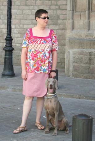 Grace posando con Bàrbara junto a la Catedral de Sta. María del Mar